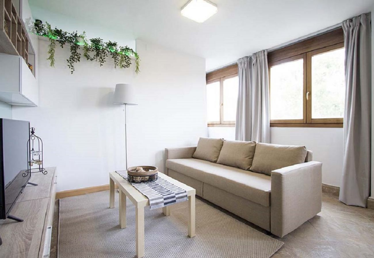 Appartement à Madrid - CHAMARTIN – ARTURO SORIA –M30- AEROPUERTO- IFEMA. LUXURY-  2 ROOMS- 6 PAX- PENTHOUSE- NEW, SWIMMING POOL, PARKING