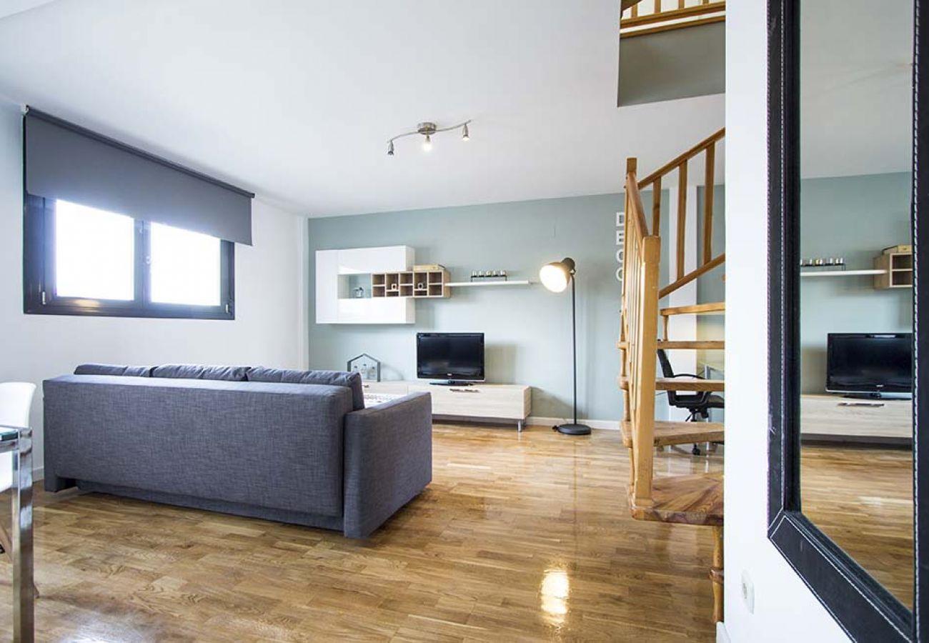 Appartement à Madrid - CUATRO TORRES-CASTELLANA- H. LA PAZ- ATICO-DUPLEX- GRAN TERRAZA 4 PAX-1 ROOM