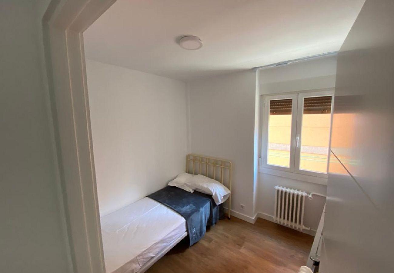 Appartement à Madrid - MADRID RIO - PALACIO REAL- HOSPITAL 12 OCTUBRE -3 ROOMS - 2 BATHROOMS